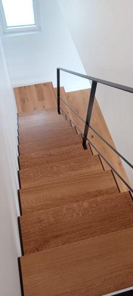 escalier-chene-et-acier-noir
